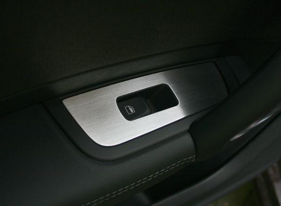 2 Aluminium Zierrahmen für Fensterheber hinten (sportsback)