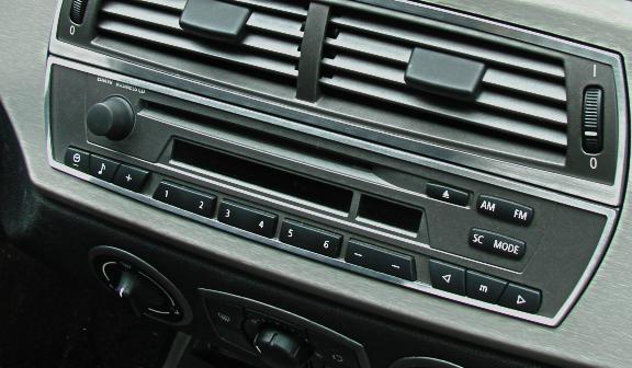 1 Zierrahmen um das Radio